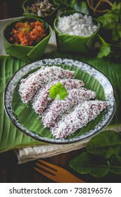 Sticky Rice Ball with Shrimp Filling - Tua Pap Sai Goong (Thai Appetizer) ancient Thai Dessert, appetizer, Thai Dessert, Thai food