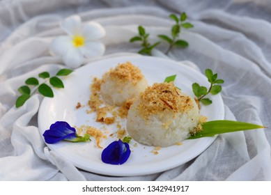 Sticky rice with sweet dried fish crispy shallot dip,Thai Dessert.