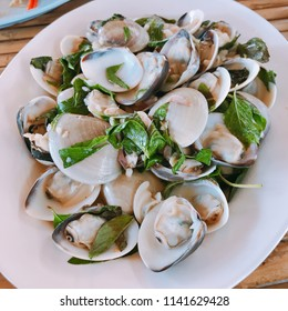 Stir fried hard clam with sweet basil.