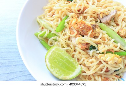 Stir fried instant noodle with egg and pork