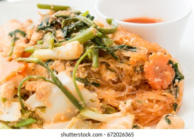 Stir fried mixed vegetable in sukiyaki sauce on plate. Stir fried sukiyaki with vegetables and meats without broths. Dry sukiyaki fried vermicelli with vegetables and pork. Healthy Food.