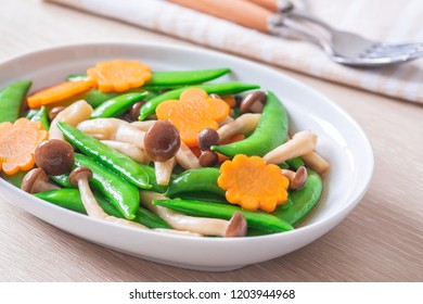 Stir fried mixed vegetables on plate, Vegetarian food