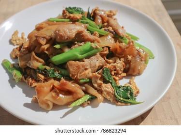 stir fried noodle with pork and kale, Thai noodle