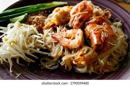Stir fried noodle Thai style with prawns