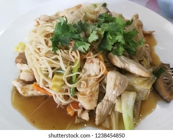 Stir fried noodles and vegetables with chicken /  popular food