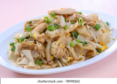 Stir Fried Rice Noodle with Chicken