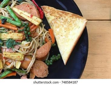 stir fried Spaghetti on table