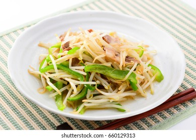 Stir-fried Bean Sprouts with pork and sweet green pepper