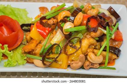 Stir-Fried Chicken with Cashew Nuts