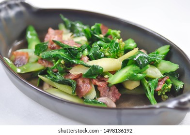 stir-fried Chinese kale, stir-fried kale with bacon and oyster sauce