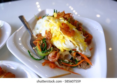 Stir-fried glass noodles with egg