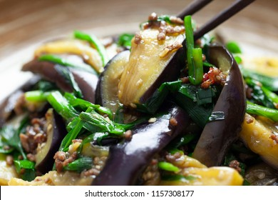 Stir-fried leek and eggplant