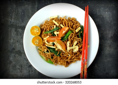 Stir-fried noodles , Chow mein , Chinese cuisine. Fried noodles are common throughout East and Southeast Asia. Many varieties, cooking styles, and ingredients exist.