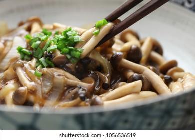 Stir-fried shimeji mushroom