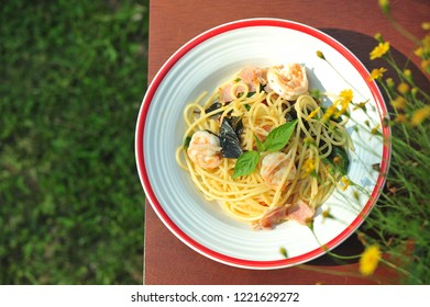 Stir-fried spaghetti with Dried Chili And Crispy Bacon