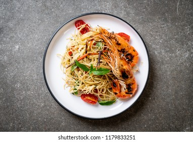 stir-fried spaghetti with grilled shrimps and tomatoes - Italian fusion food style