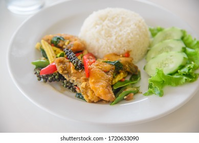 Stir-Fried Spicy Fisch Thai-würzig Kräuterfutter