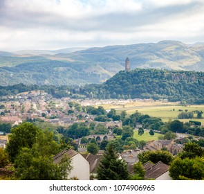 Stirling cityscape with the National Wallace Monument on the summit of Abbey Craig commemorates the 13th century Scottish hero Sir William Wallace, Scotland, UK
