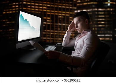Stock analytic and broker looking at stock charts going down after sales report