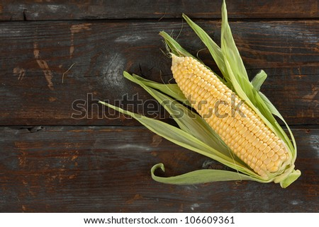 A corn cob on a wooden table