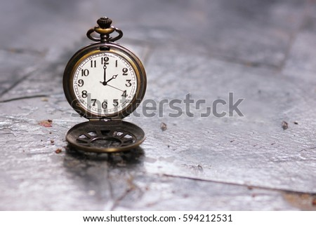 2am 2pm clock, classic clock vintage Images and Stock Photos