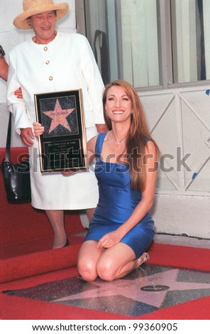20APR99:  Actress JANE SEYMOUR & mother on Hollywood Boulevard where she was honored with the 2,131st star on the Hollywood Walk of Fame.  Paul Smith / Featureflash