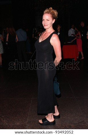 "17AUG98:  Actress ELISABETH SHUE at the Los Angeles premiere of ""Your Friends & Neighbors""."