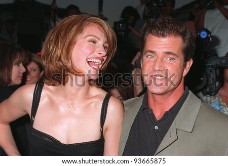 """04AUG97:  Actress JULIA ROBERTS & actor MEL GIBSON at the premiere of their new movie, """"Conspiracy Theory,"""" in Los Angeles."""