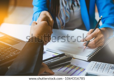 beautiful Asia bussiness woman working  ,shaking hands with the customer in office with  fun and happy. Stock foto ©