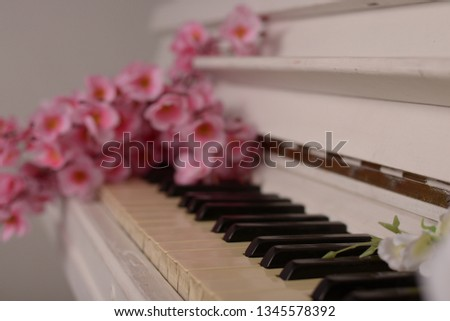Beautiful piano with flowers