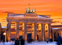 brandenburger tor in winter at sunset in berlin, germany