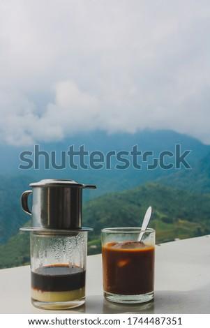 ca phe sua da vietnam drop coffee Foto stock ©