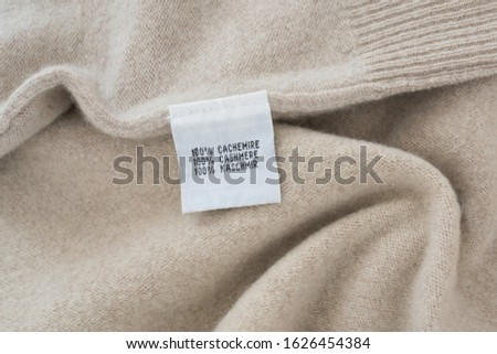 100 % cashmere label on cashmere background Сток-фото ©