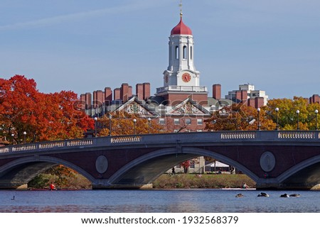 Charles River is full of activity on a beautiful fall afternoon Zdjęcia stock ©