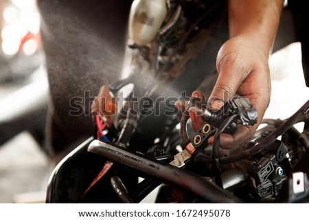 Checking motorbike injector work,Fuel injector