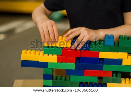 А child building a tower from a constructor. Classes in kindergarten. Сток-фото ©