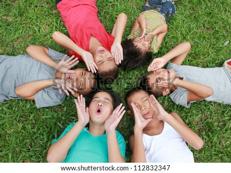 6 children having good time in the park.