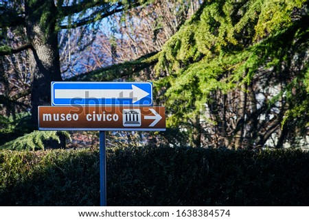 "[Civil Museum]/(""Museo Civico"") — Italian road sign showing the direction on the museum"