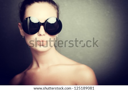 Close-up portrait of pretty girl in sunglasses