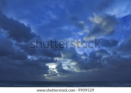 Clouds above the sea shined by the sun on a decline