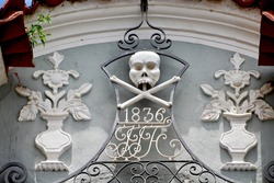 Colonial decoration detail with skull cranium in cemetery.