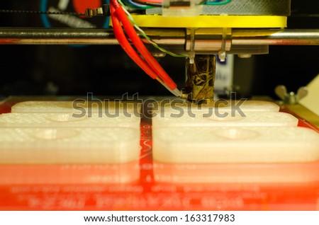 3d printer printing plastic pieces