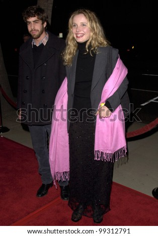 """02DEC99: French actress JULIE DELPY & actor ADAM GOLDBERG at the Los Angeles premiere of Woody Allen's new movie """"Sweet and Lowdown"""" which stars Sean Penn."""