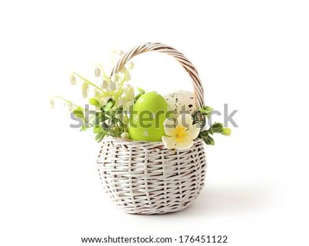 Dodaj do lightboxa?     znajd? podobne obrazy    Udost?pnij? Basket with easter eggs on white background  Zdjęcia stock ©