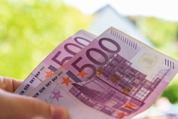 1000 euro in hand - pay with 2x 500€