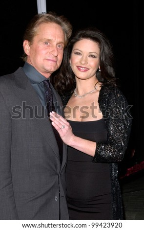 "22FEB2000: Actor MICHAEL DOUGLAS & actress fiance CATHERINE ZETA-JONES at the world premiere of his new movie ""Wonder Boys"" in Hollywood.  Paul Smith / Featureflash"