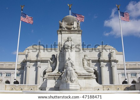 Front view of Union station with statue of Columbus in Washington DC