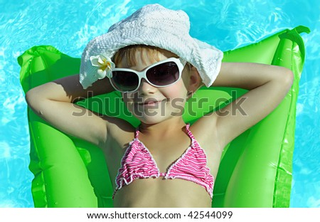 girl in the swimming in hat and sun glasses