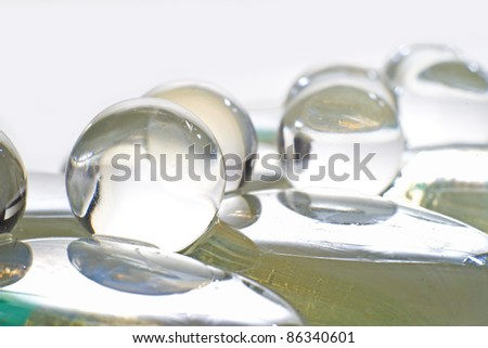 GLASS SPHERES OR CRYSTALS