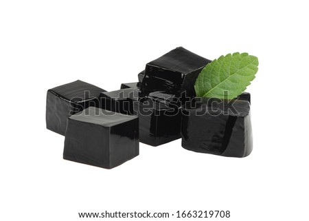 Grass jelly (Mesona chinensis) isolated on white background with clipping path. Foto stock ©